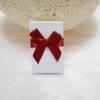 Kép 1/2 - Masni díszes ajándékdoboz karkötőknek 8x5 cm fehér