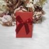 Kép 1/2 - Masni díszes ajándékdoboz karkötőknek 8x5 cm piros