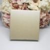Kép 1/2 - Ajándékdoboz karkötőknek 8,5 x 8,5 cm bézs