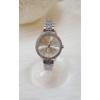 Kép 1/3 - Strasszköves fém szíjas női karóra ezüst szín