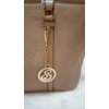 Kép 2/6 - Női táska levehető medál dísszel barna