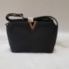 Kép 1/4 - V díszes merev falú női oldaltáska fekete