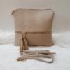 Kép 1/5 - Egyszínű oldaltáska, bojt dísszel vajszínű
