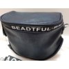 Kép 2/5 - Keresztpántos női táska felirattal sötétkék