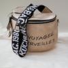 Kép 2/6 - Keresztpántos női táska felirattal vajszínű
