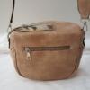 Kép 4/5 - Keresztpántos női táska felirattal barna