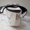Kép 3/5 - Keresztpántos női táska felirattal fehér