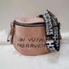 Kép 1/5 - Keresztpántos női táska felirattal rózsaszín