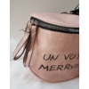 Kép 2/5 - Keresztpántos női táska felirattal rózsaszín