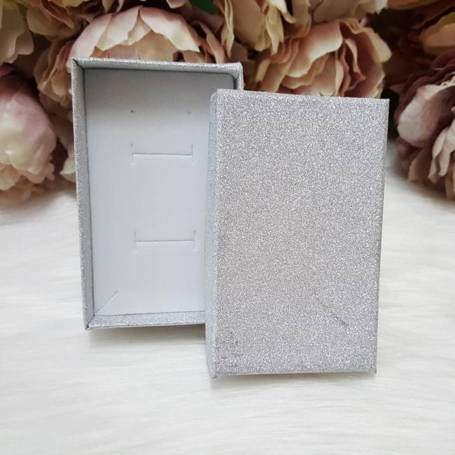 Csillámos ajándékdoboz karkötőknek 8 x 5 cm ezüst