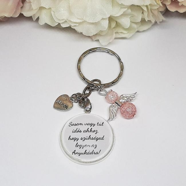 Sosem vagy túl idős ahhoz, hogy szükséged legyen az anyukádra feliratos kulcstartó