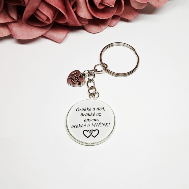 Örökké a tiéd, örökké az enyém, örökké a MIÉNK! feliratos egyedi kulcstartó