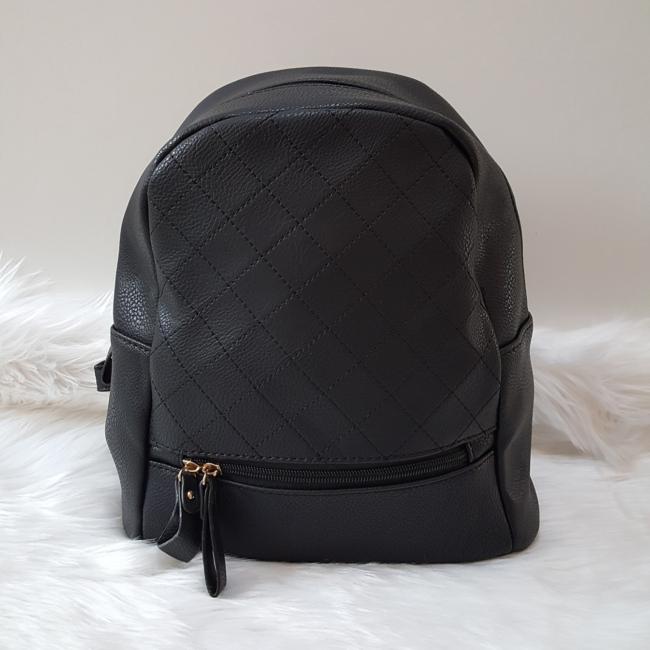Varrott rombusz mintás női hátitáska fekete