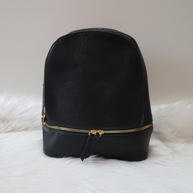 Egyszínű fekete női hátitáska