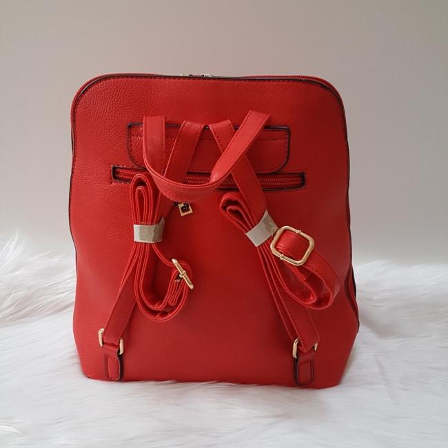 V díszes elegáns női hátitáska piros