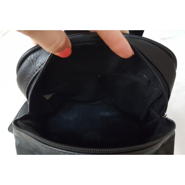Szegecses díszes elegáns hátitáska fekete