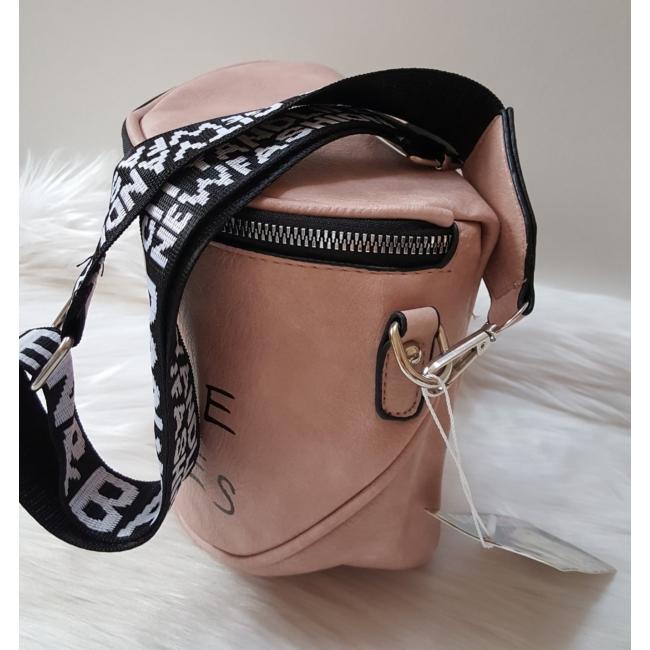 Keresztpántos női táska felirattal rózsaszín