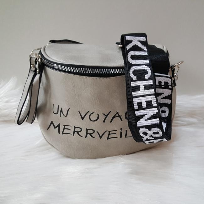 Keresztpántos női táska felirattal szürke